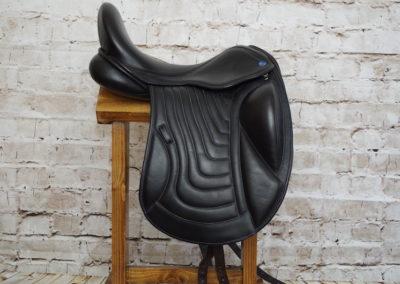 Silhouette Sapphire Dressage Saddle